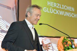 Fahrradfreundlichste Persönlichkeit 2018 Hannes Jaenicke hölt eine Rede.