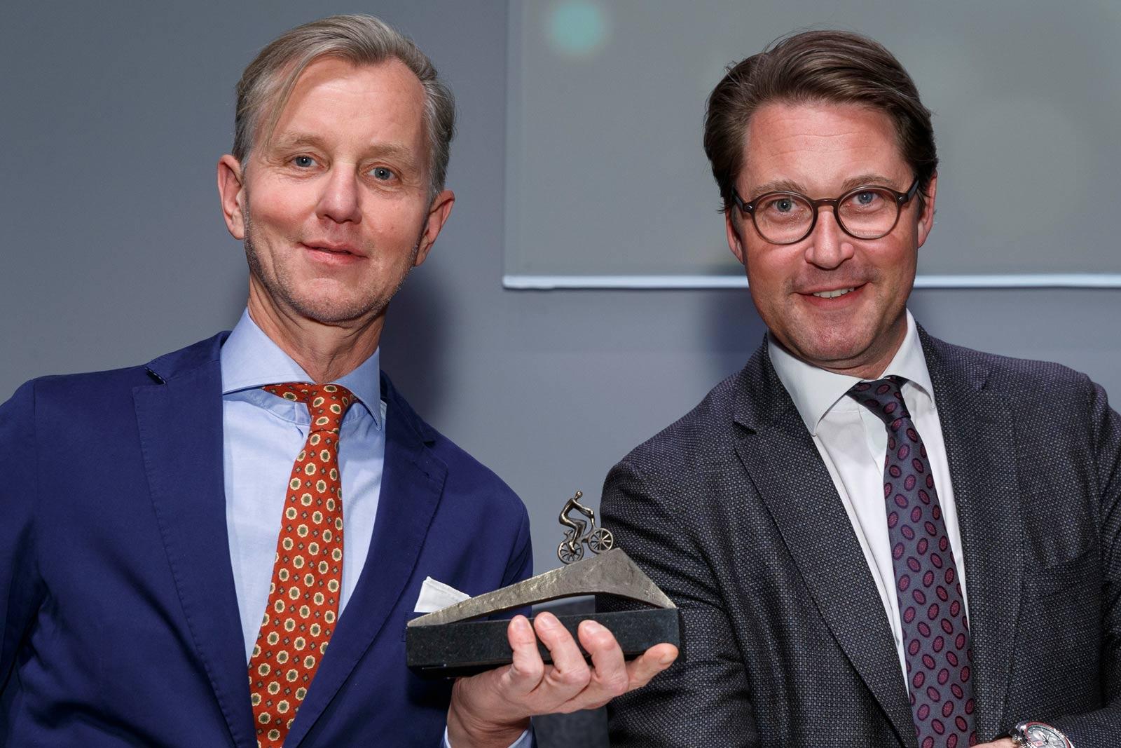 Fahrradfreundlichste Persönlichkeit 2019 Max Raabe mit Andreas Scheuer.