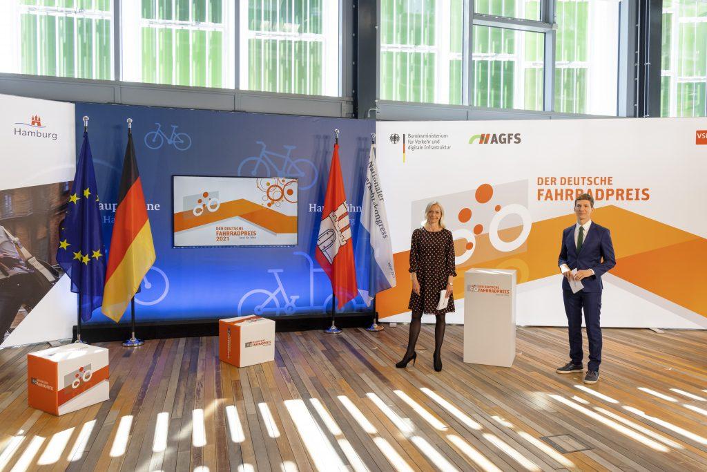 Das Moderationsduo mit Valeska Homburg und Arndt Breitfeld.